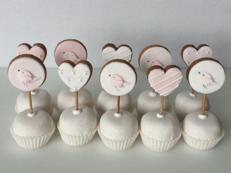 Pasticcini con biscotti decorati